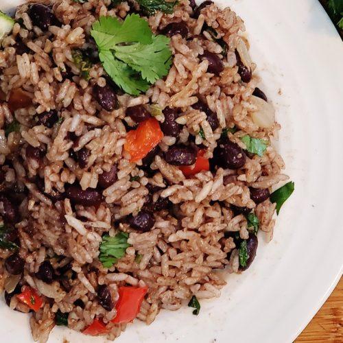 Prosty przepis na Gallo Pinto de Costa Rica — smak Kostaryki w Twoim domu